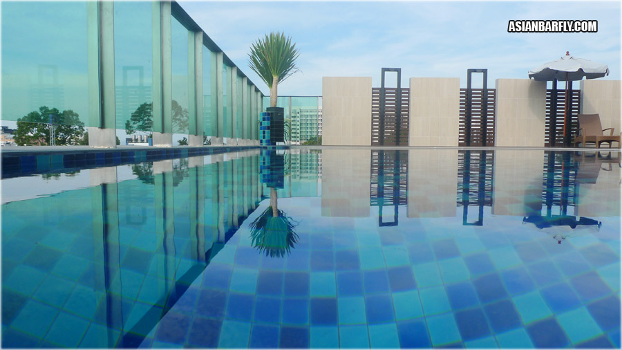 Roof Pool, April Suites